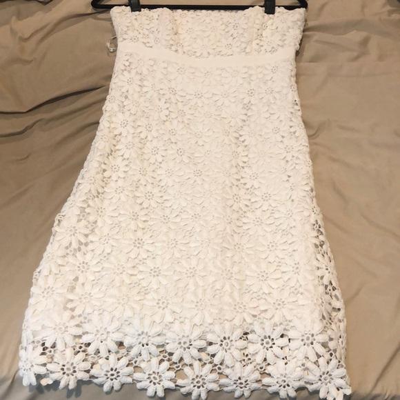 Lilly Pulitzer Dresses & Skirts - Lilly Pulitzer strapless eyelet dress